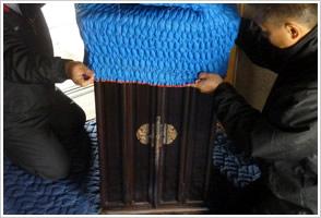 お仏壇本体の目隠し梱包