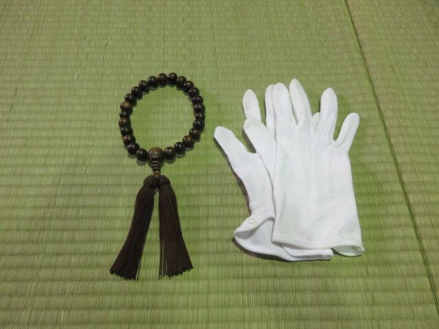 数珠と白手袋